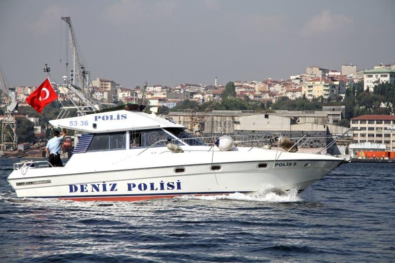 Barco de polícia no louro de Halic fotos de stock