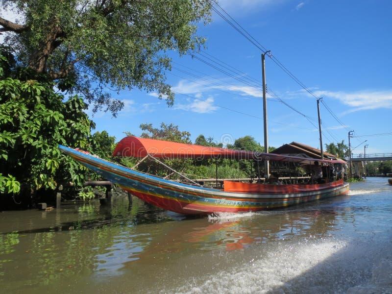 Barco de río de cola larga de Bangkok Klong (canal) foto de archivo