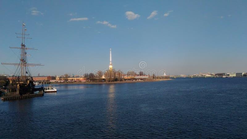 Barco de río de Sain-Petersburgo imagenes de archivo
