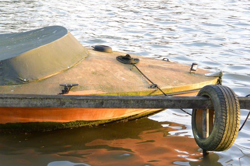 Barco de rio no inverno fotografia de stock royalty free