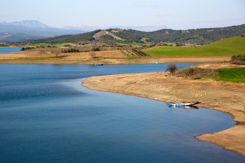 Barco de rowing en el lago fotografía de archivo libre de regalías
