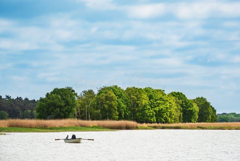 Barco de rowing en un lago en nacido, Alemania imágenes de archivo libres de regalías