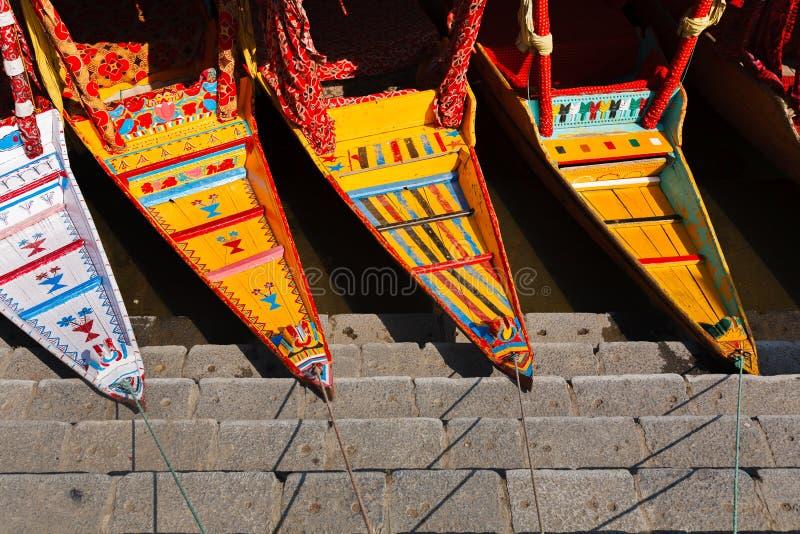 Barco de Shikara no lago Dal, Kashmir, Índia fotografia de stock royalty free