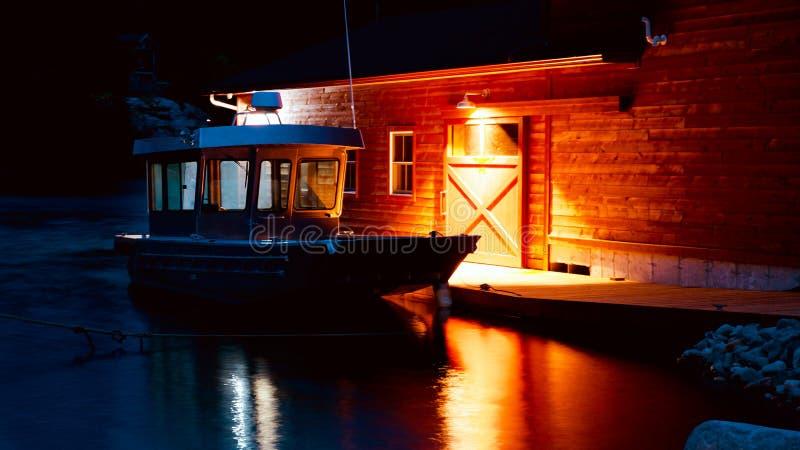 Barco de trabalho entrado na cidade de Killarney na baía Georgian em Ontário, Canadá fotos de stock royalty free