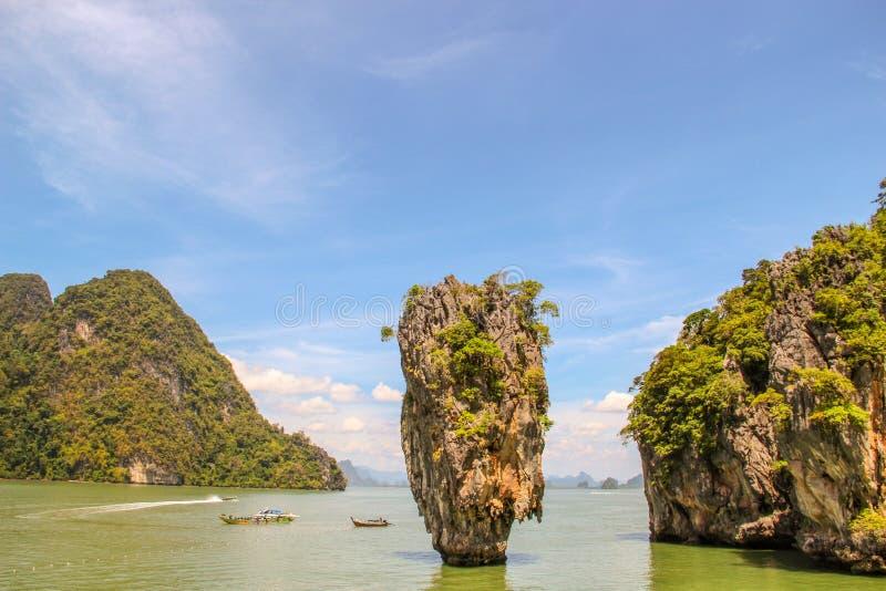 Barco de turista da cauda longa em Khao Phing Kan imagens de stock royalty free