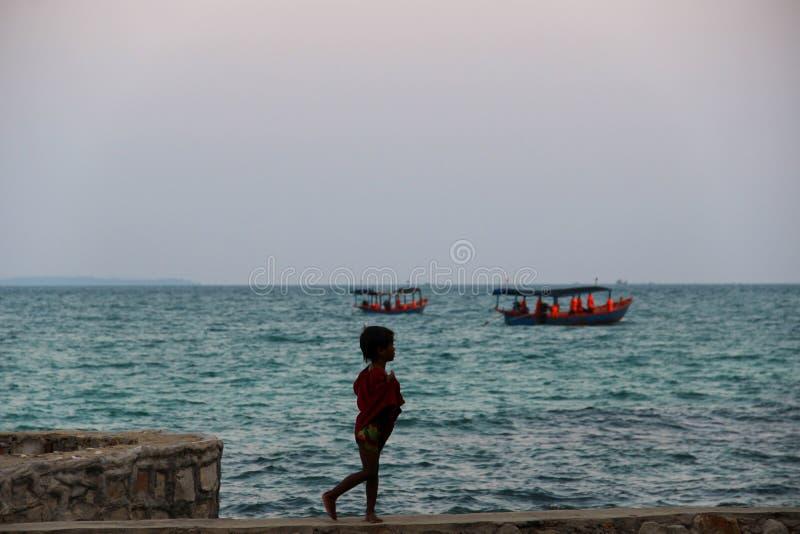 Barco de turista da cauda longa em Khao Phing Kan fotografia de stock royalty free