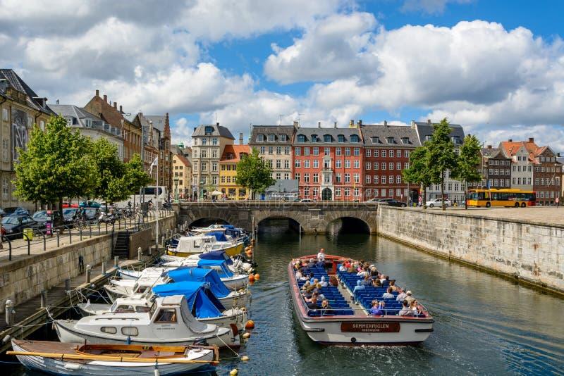Barco de turista em Copenhaga, Dinamarca foto de stock