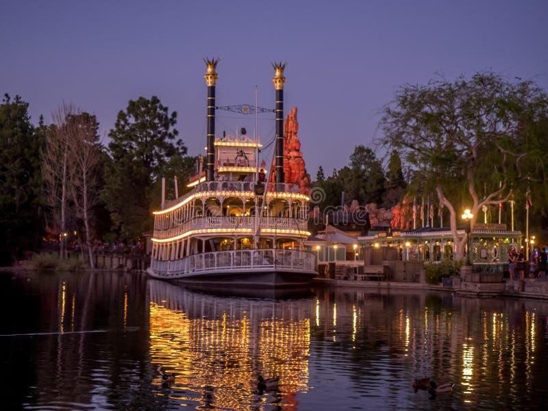 Barco de vapor de Mark Twain en Disneyland fotografía de archivo