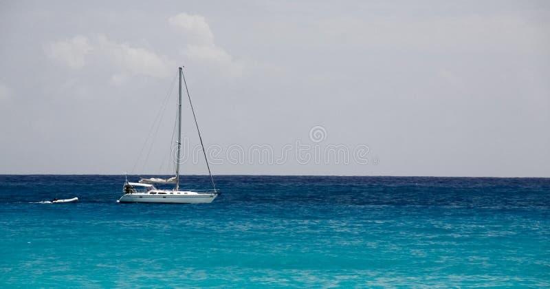 Barco de vela del St. Maarten el Caribe fotos de archivo libres de regalías