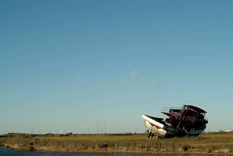 Barco dejado por huracán en Tejas fotos de archivo