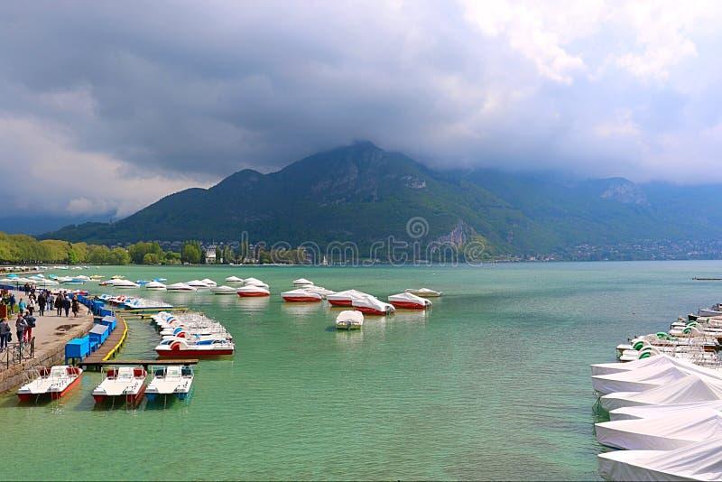 Barco del lago imagen de archivo