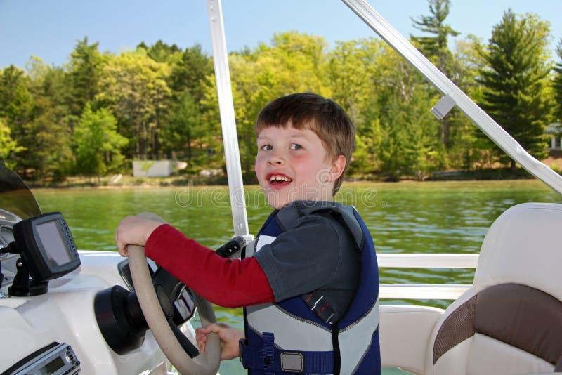 Barco del manejo del muchacho foto de archivo libre de regalías
