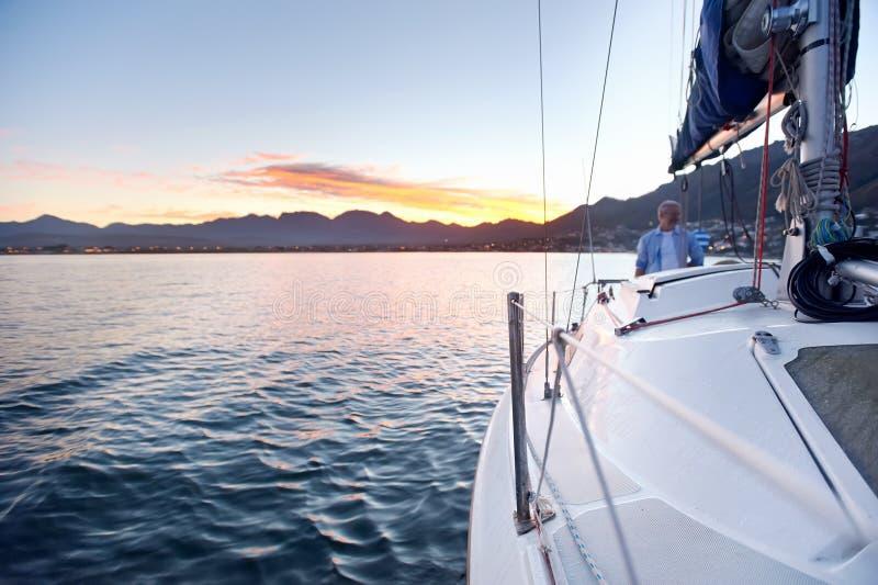 Barco del océano de la navegación fotos de archivo