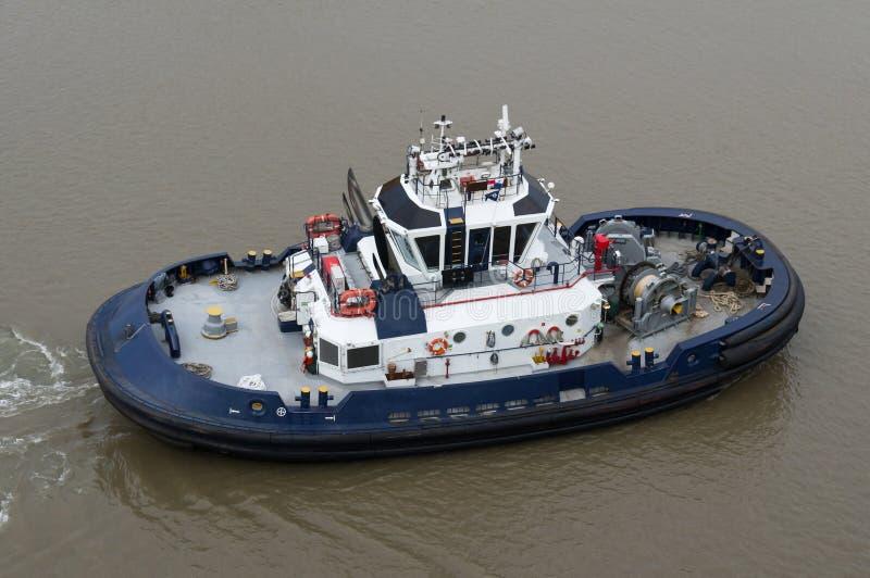 Barco del tirón que trabaja en el Canal de Panamá imágenes de archivo libres de regalías