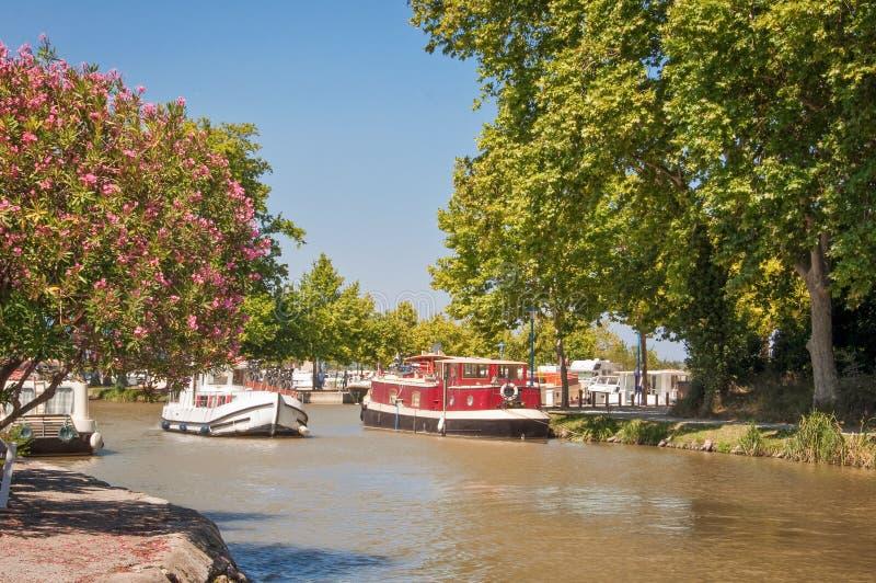 Barco del turismo en Canal du Midi imagen de archivo