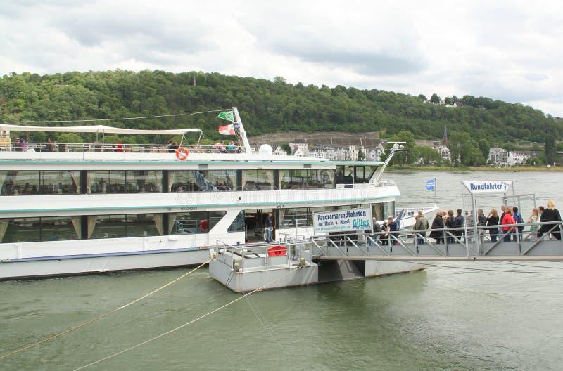 Barco del viaje en Coblenza alemania fotos de archivo