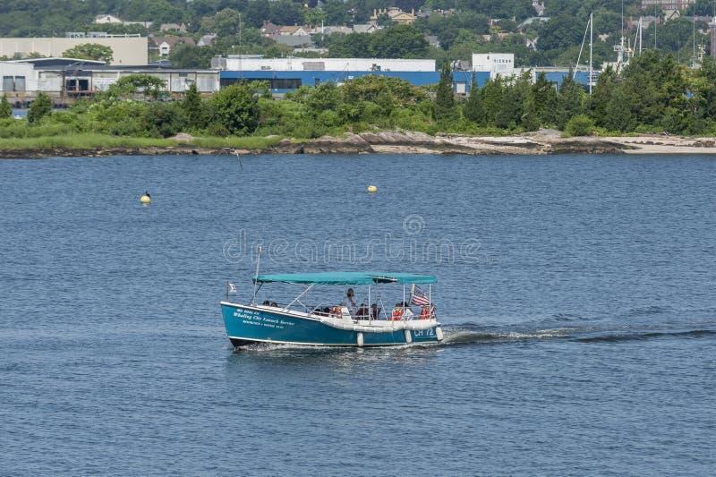 Barco del viaje del puerto en el río de Acushnet imágenes de archivo libres de regalías
