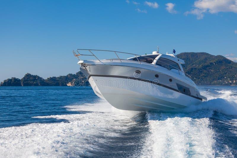 Barco del yate del motor imagen de archivo libre de regalías