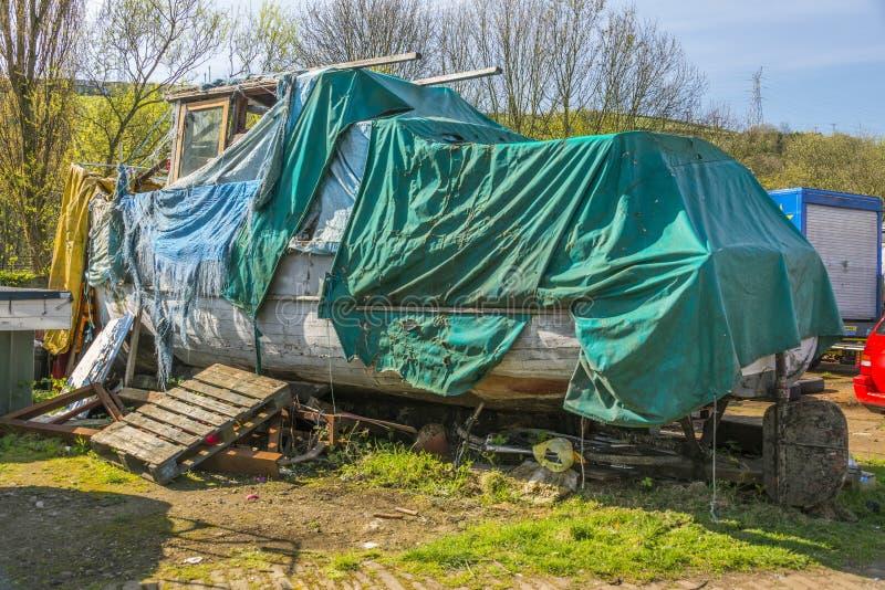 Barco descuidado en el boatyard de Yorkshire imagen de archivo libre de regalías