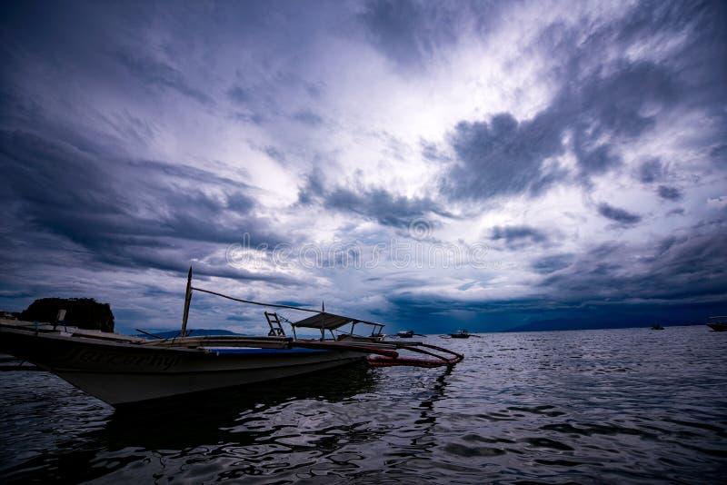 Barco do caranguejo da ilha de Filipinas imagem de stock