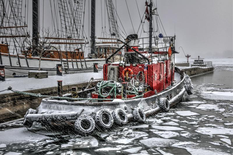 Barco do fogo do inverno fotos de stock