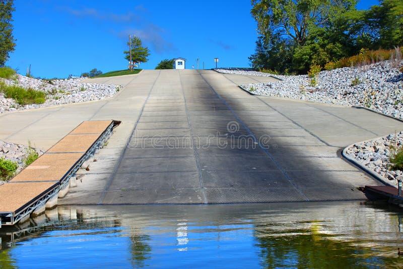 Barco do lago Saylorville que aterra Iowa imagem de stock