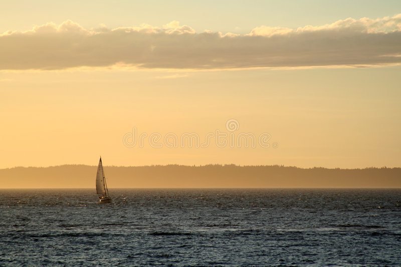 Barco do por do sol fotografia de stock royalty free
