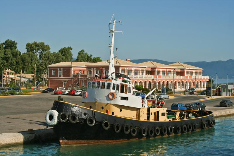 Barco do reboque no porto fotos de stock