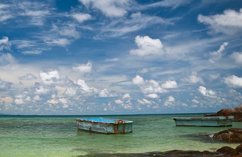 Barco dos en el mar imagenes de archivo
