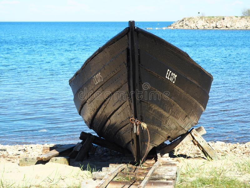 Barco dos fishermans do vintage estacionado fotografia de stock royalty free