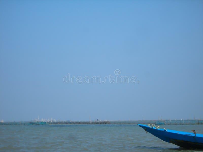 Barco e água fotografia de stock