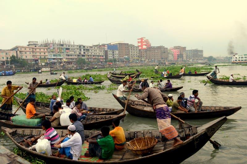 Barco e vida em Dhaka imagens de stock royalty free