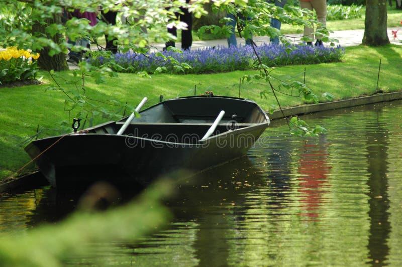 Barco em Keukenhof foto de stock royalty free