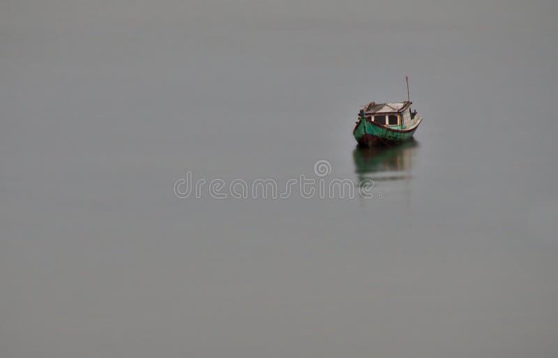 Barco em Tanjung Pendam imagens de stock royalty free
