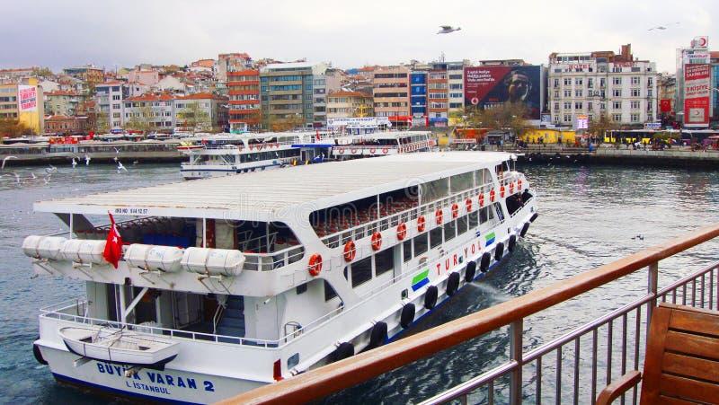 Barco en Bosphours Istabul imagenes de archivo