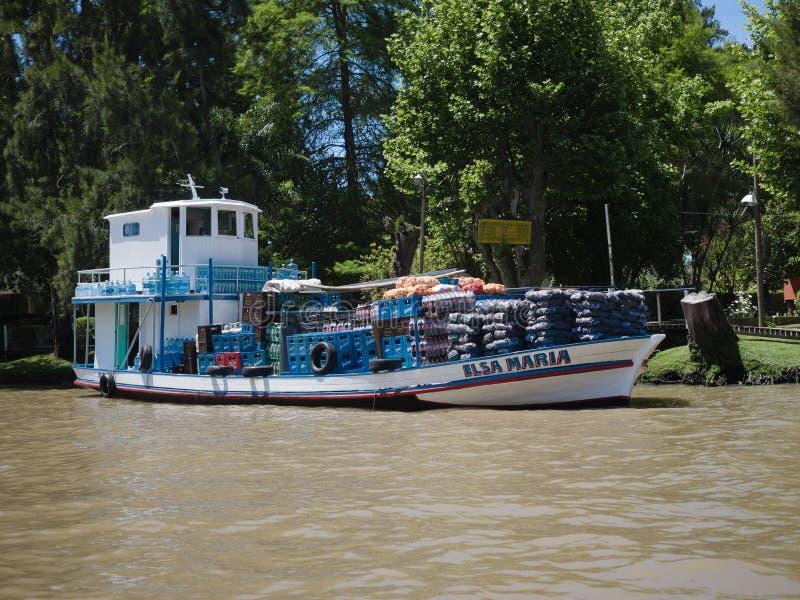 Barco en el delta de la placa del río, la Argentina imágenes de archivo libres de regalías