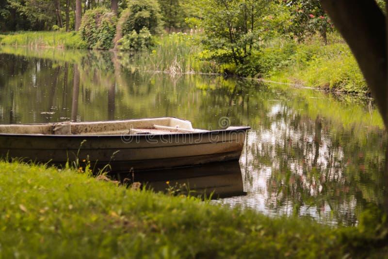 Barco en el lago, Arkadia Polonia fotografía de archivo libre de regalías