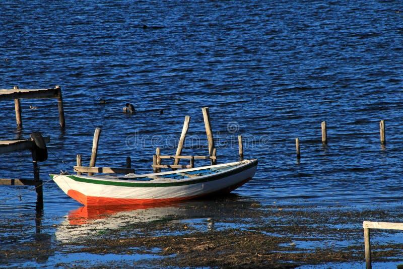 Barco en el lago Titicaca, isla del sol fotos de archivo