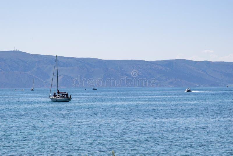 Barco en el lago Utah bear imagenes de archivo