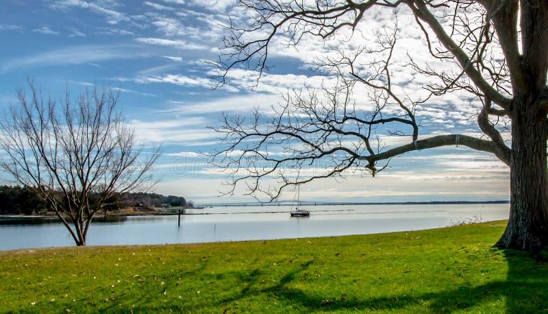 Barco en la bahía fotos de archivo libres de regalías
