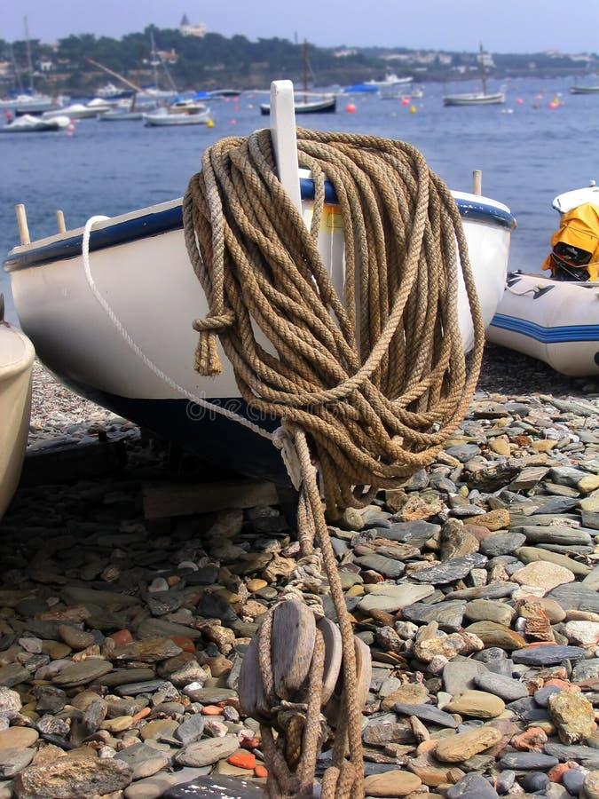 Barco en la playa imagen de archivo