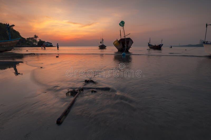 Barco en la playa foto de archivo