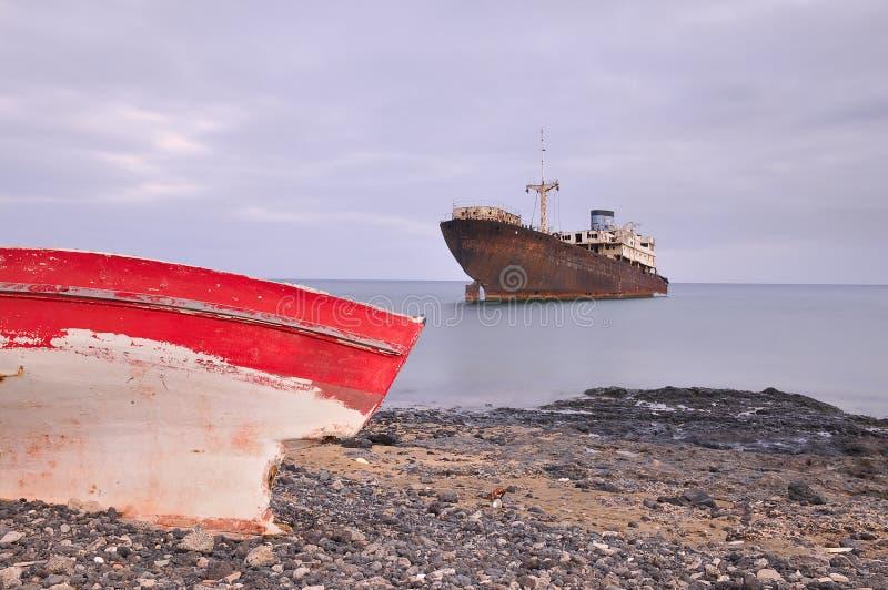Barco encalhado. fotos de stock royalty free