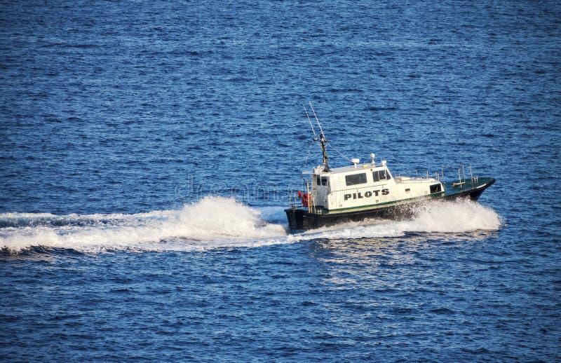 Barco experimental en el área del agua del puerto de Nassau, Bahamas imagen de archivo libre de regalías