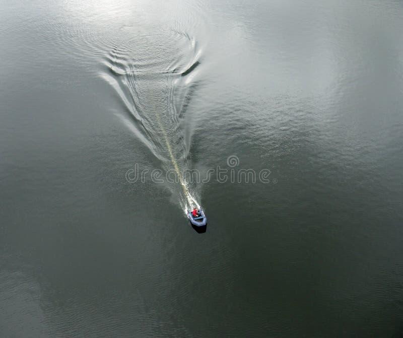 Barco inflável com o motor imagem de stock royalty free