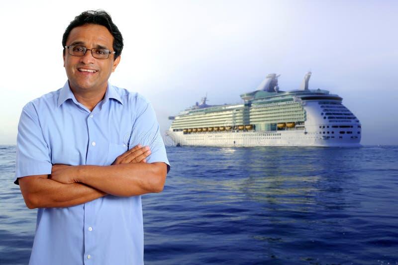 Barco latin indiano do navio das férias do cruzeiro do homem do turista imagem de stock royalty free