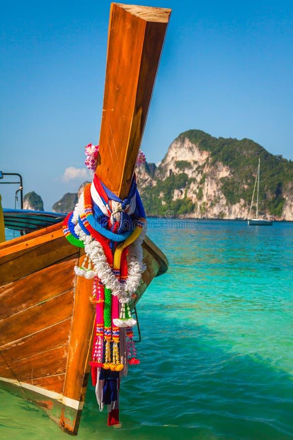 Barco longo e praia tropical, mar de Andaman, Phi Phi Islands, Thaila fotografia de stock royalty free