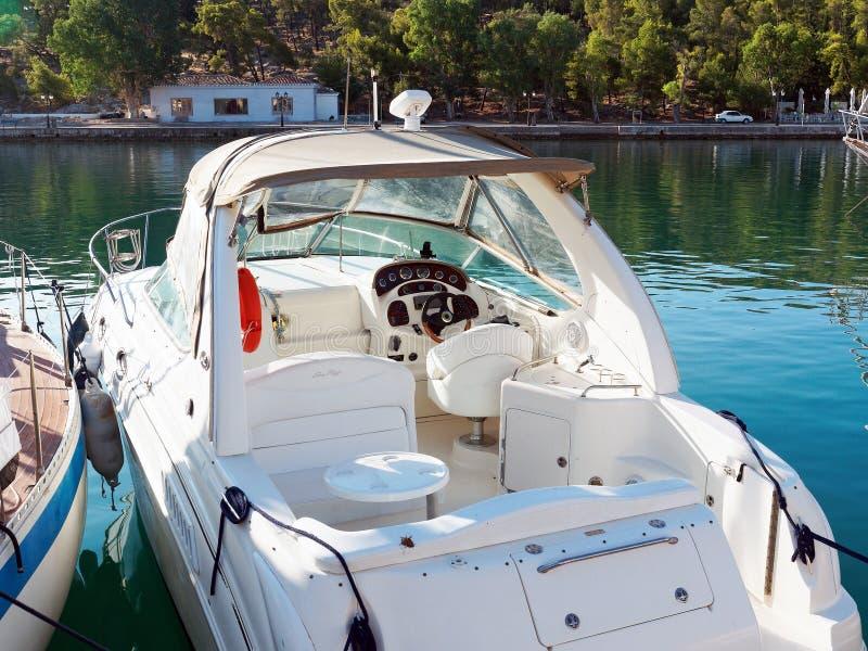 Barco moderno blanco del deporte fotos de archivo libres de regalías