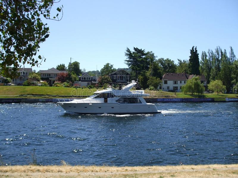 Barco na água imagens de stock