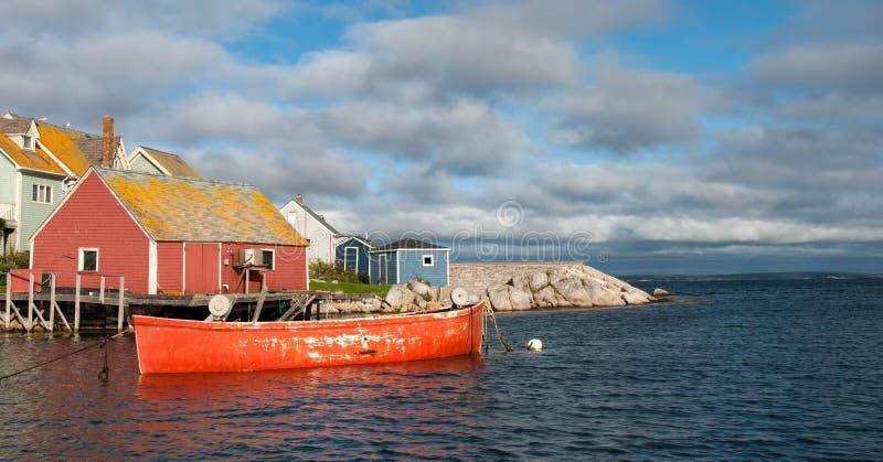 Barco na angra de Peggy, Nova Scotia imagem de stock